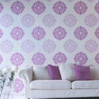 Paarse muurdecoratie